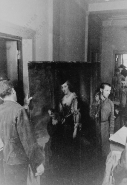 Soldiers preparing a Rubens painting for shipment, 1945. Image: Archives of American Art.